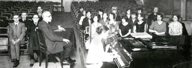 Cours de Maurice Emmanuel - Classe du Conservatoire de Paris, avec Olivier Messiaen